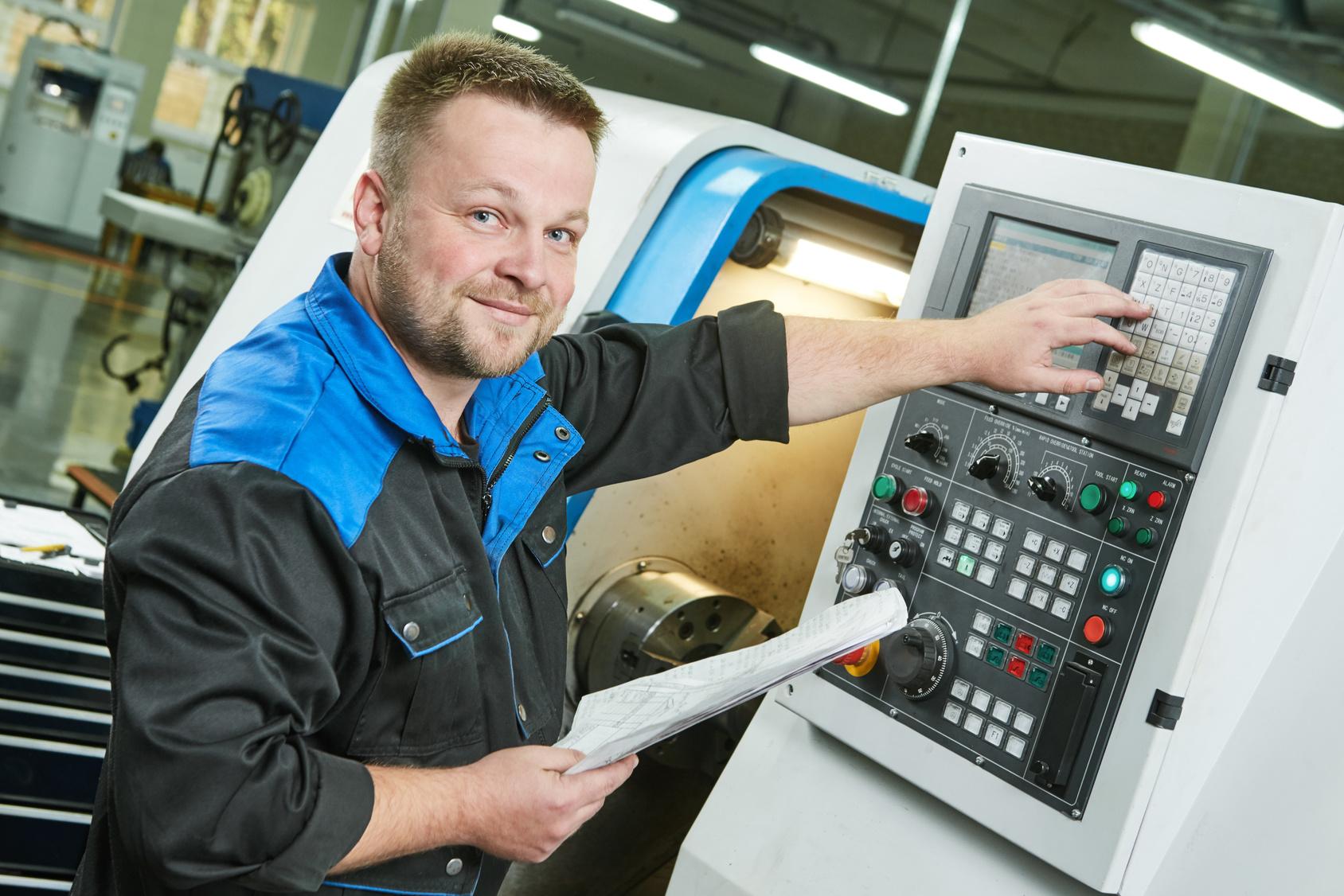 Schwerer Arbeitsunfall: Kopf in Drehmaschine eingeklemmt
