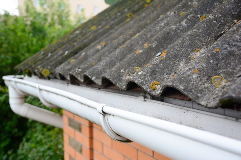 Verdacht auf Asbest? Eine Schritt-für-Schritt Anleitung