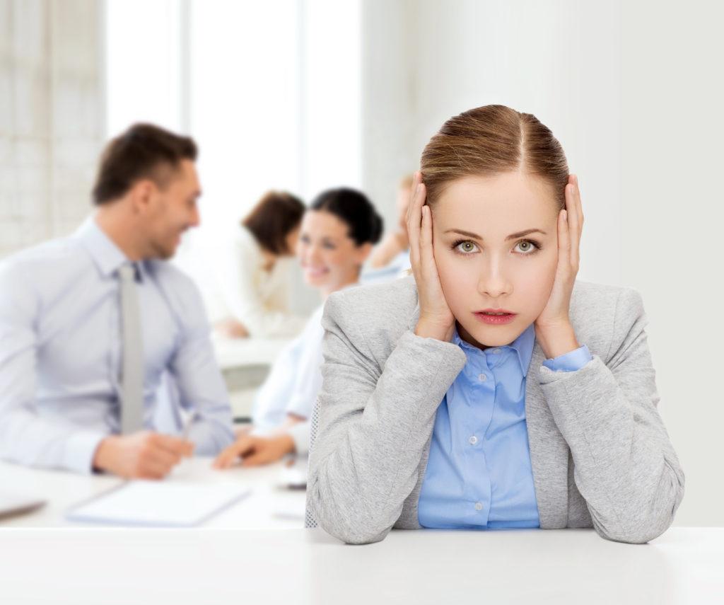 Lärm im Büro: Tinnitus wirksam vermeiden!