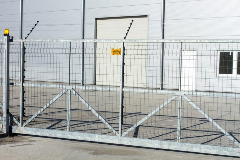 Vorschriften und Anforderungen: So sorgen Sie für Sicherheit im Umgang mit automatischen und elektrischen Toren im Betrieb