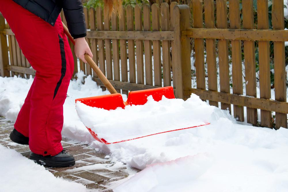 Neue Vorgaben zum sicheren Schneeräumen auf Dachflächen
