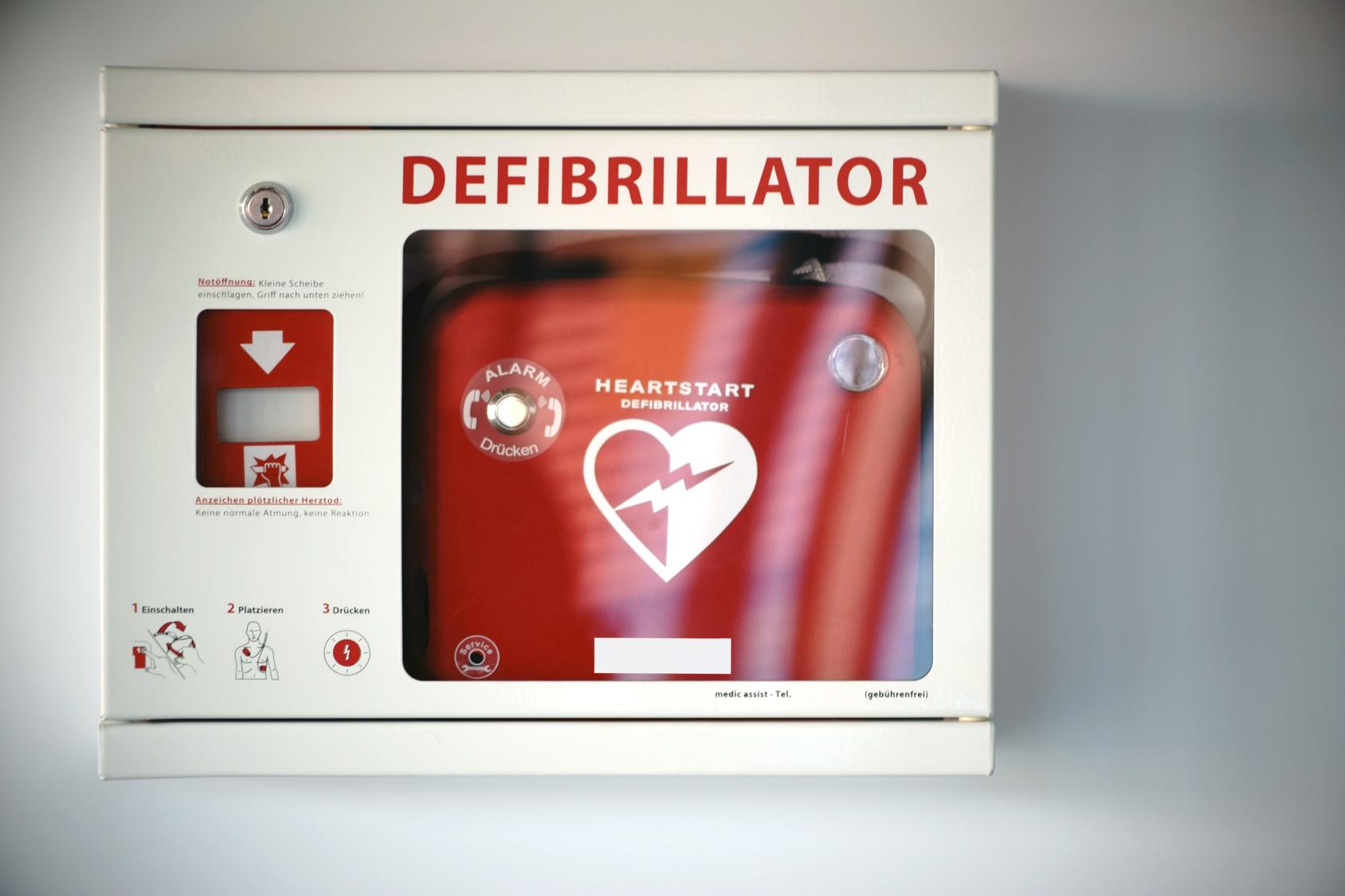 Neue DGUV-Information zum betrieblichen Einsatz von AEDs