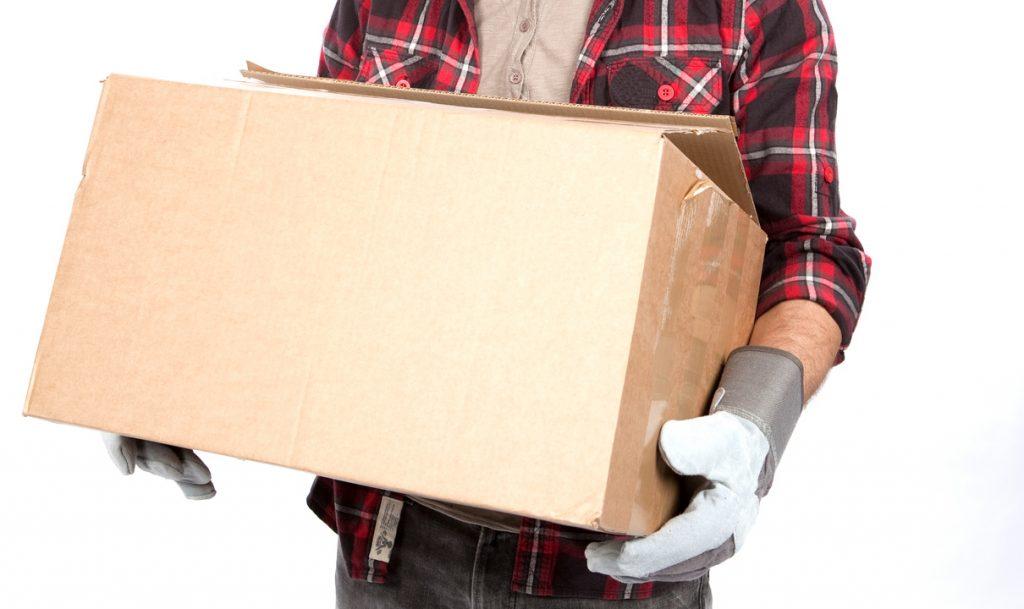 Heben und Tragen schwerer Lasten: So geht rückenfreundliches Arbeiten