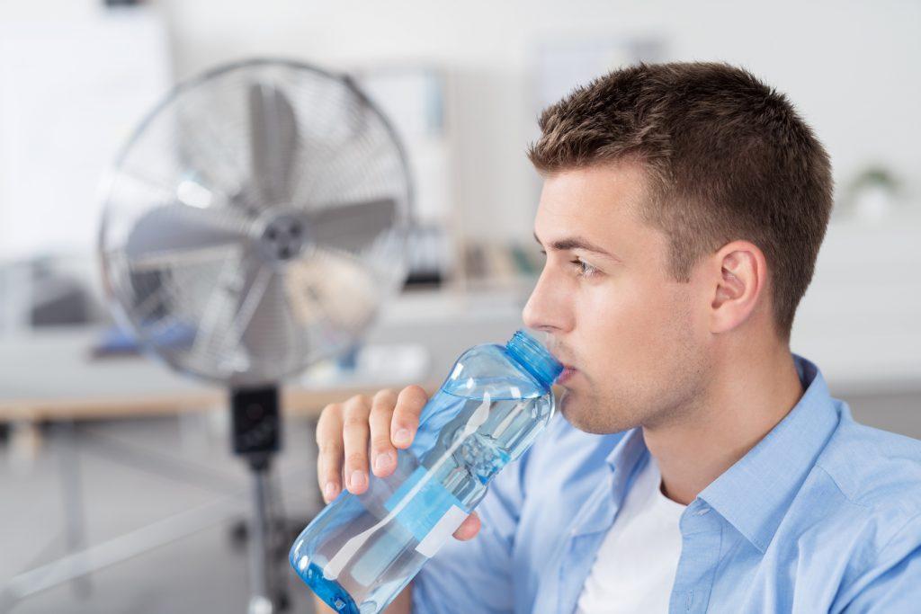 Hitze am Arbeitsplatz: Diese Risiken müssen Sie im Sommer beachten