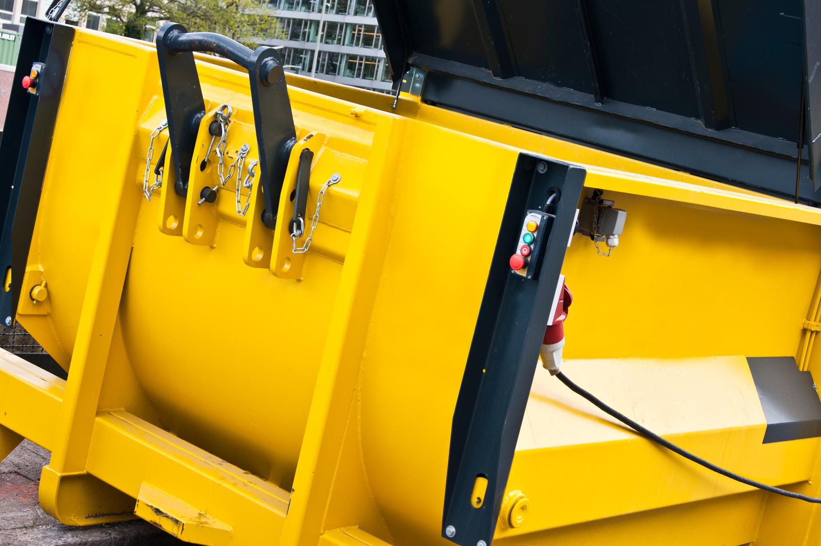 Worauf im Umgang mit der Müllpresse geachtet werden muss
