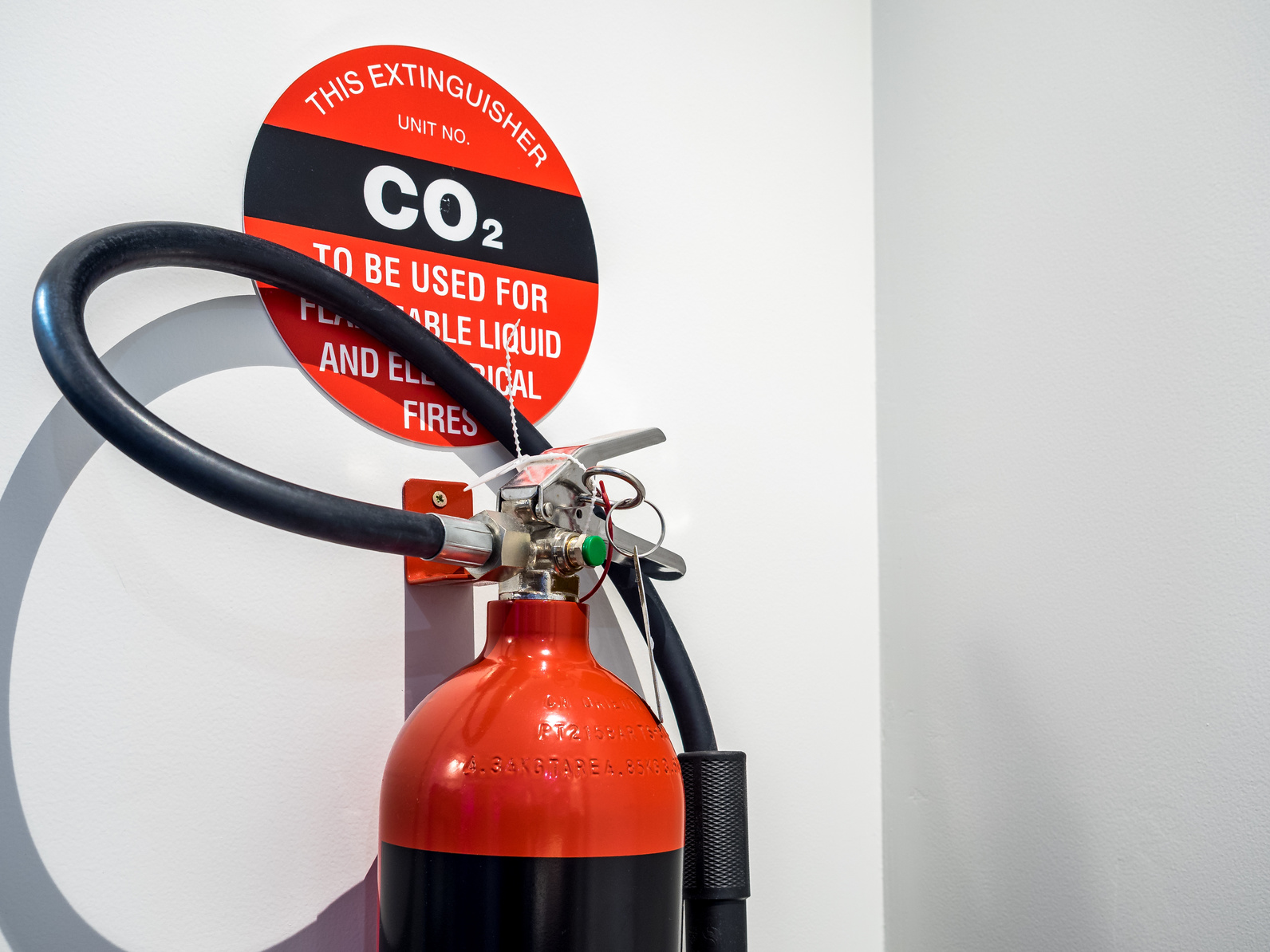 Warum Sie CO2-Feuerlöscher nicht in kleinen Räumen einsetzen dürfen