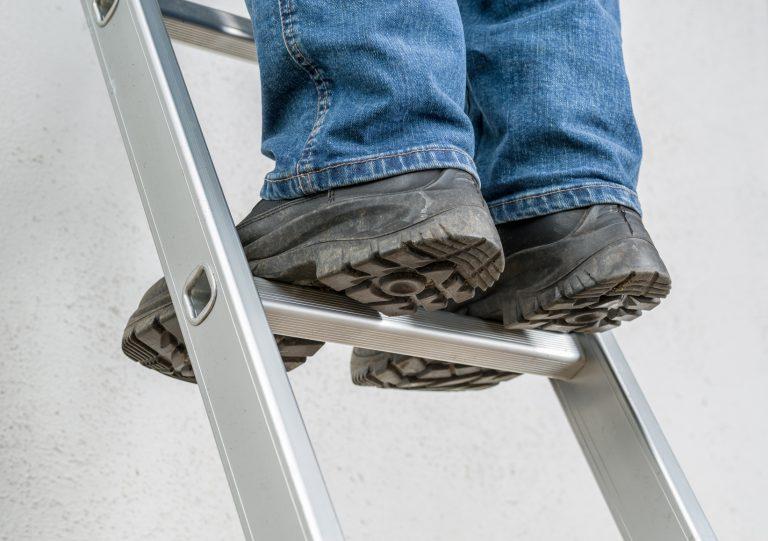 So sorgen Sie für einen unfallfreien und sicheren Umgang mit Leitern