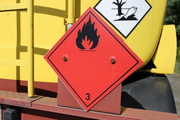 Gefahrstoffe: Welche es gibt, wie man sie entsorgt