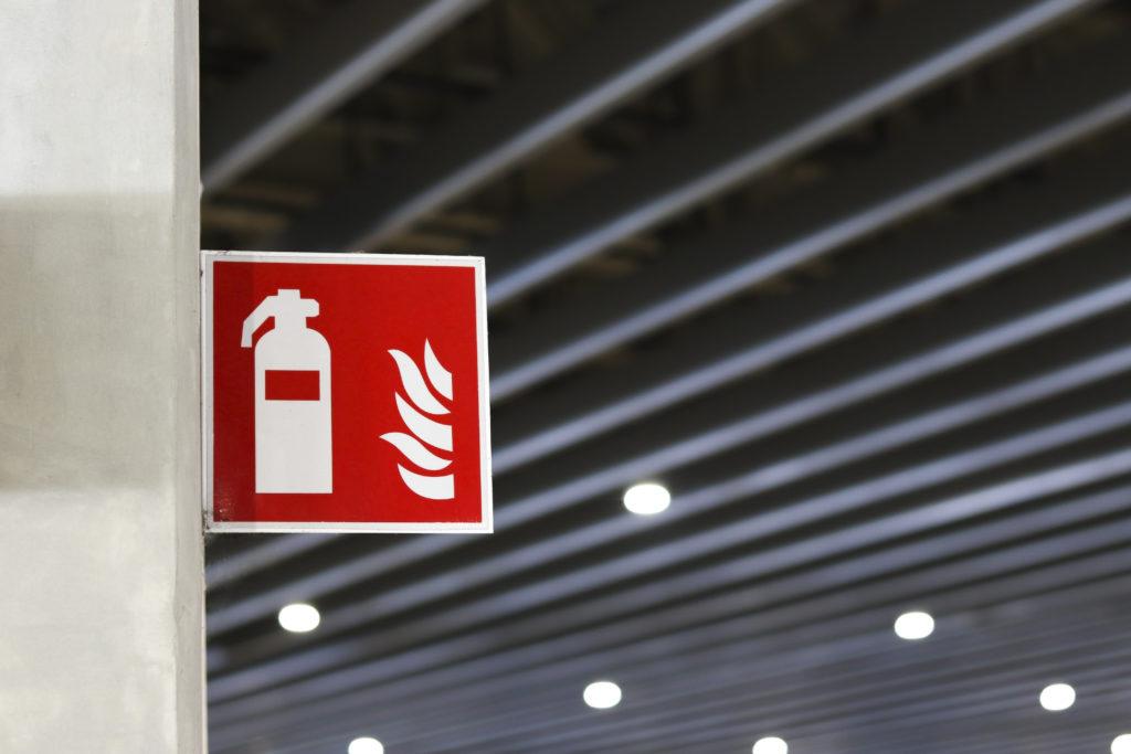 Brandschutzzeichen, Feuerlöscher, Brandgefahr, Feuerlöscherpflicht, Löschsystem