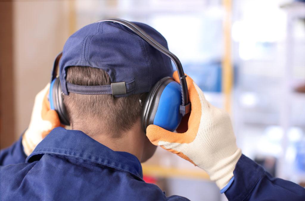Lärm und Vibrationen am Arbeitsplatz vermeiden